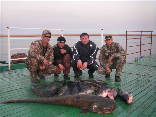 база рыболова охотника берег